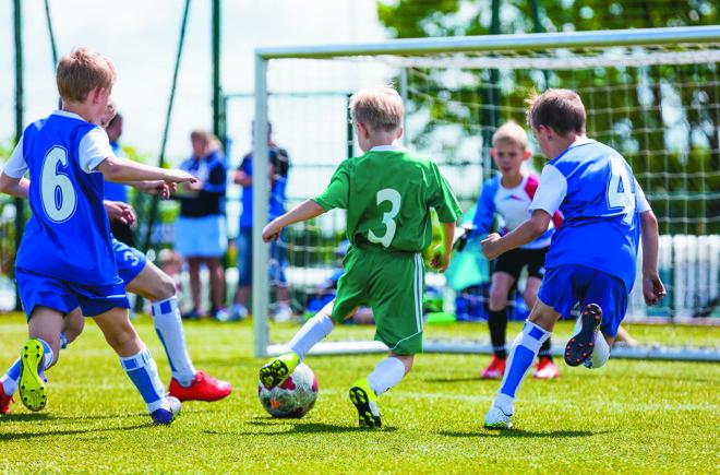 Esportes estão entre as atividades extras oferecidas  pelas escolas fora do período regular de aulas. | Bigstock
