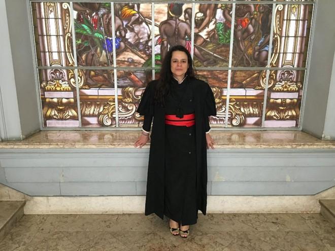 """Janaina Paschoal, na última segunda-feira (11), dia da arguição de sua tese""""Direito Penal e Religião: as várias interfaces de dois temas que aparentam ser estanques""""   Marcela Monteiro / Gazeta do Povo"""
