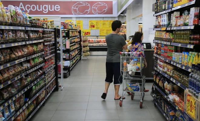 Arroz e feijão estão entre os itens que reduziram preços   Arquivo/Gazeta do Povo