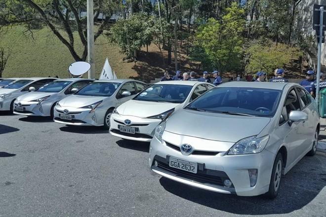 Toyota Prius, que custa R$ 120 mil, respondeu por quase 80% das vendas de veículos híbridos e elétrico no Brasil em 2016 | Facebook/Reprodução