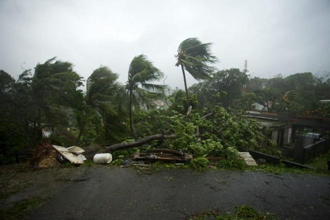 Furacão Maria ganha força e já atinge parte do Caribe | CEDRIK-ISHAM CALVADOS/AFP