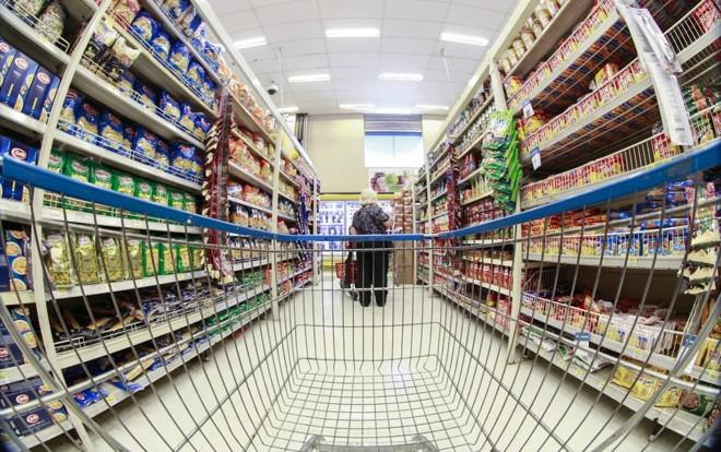 Clientes podem se cadastrar em programas de desconto para economizar nas compras. | Daniel Castellano/Gazeta do Povo