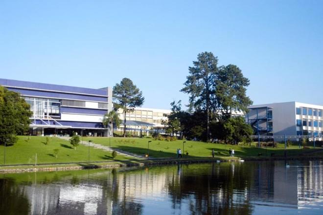 Sede da Universidade Positivo, em Curitiba. | Reprodução/Facebook