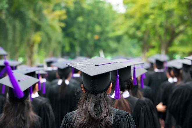 Seja crédito privado ou público, estudante precisa analisar  com cuidado taxas de juros e prazos de pagamento. | Bigstock