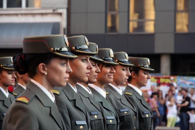 Serviço militar pode significar carreira estável com emprego garantido até a aposentadoria, além de salários acima da média nacional. | Bigstock