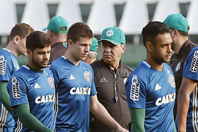 Marcelo Oliveira e os jogadores do Coritiba:pressão. | Albari Rosa/Gazeta do Povo