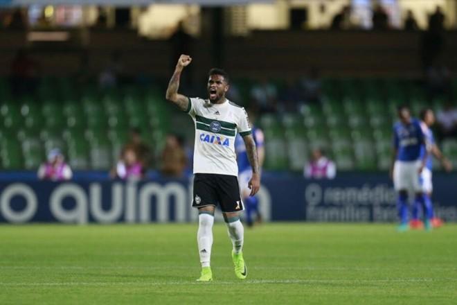 Vitória sobre o Cruzeiro traz alívio ao Coritiba. | Marcelo Andrade/Gazeta do Povo