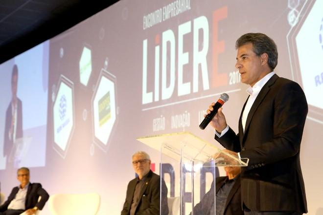 Ao lado de lideranças empresariais em Londrina, Richa sofreu cobranças por projeto enviado à Assembleia. | Jaelson Lucas/AEN-PR