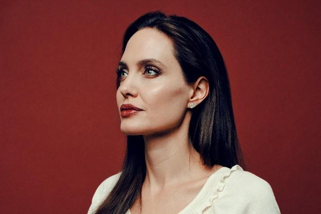 Angelina Jolie continua levando histórias difíceis e pouco conhecidas para a telona | RYAN PFLUGER/NYT