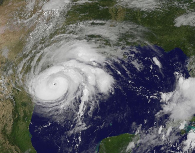   Imagem da Nasa mostra avanço do furação Harvey no final de agosto