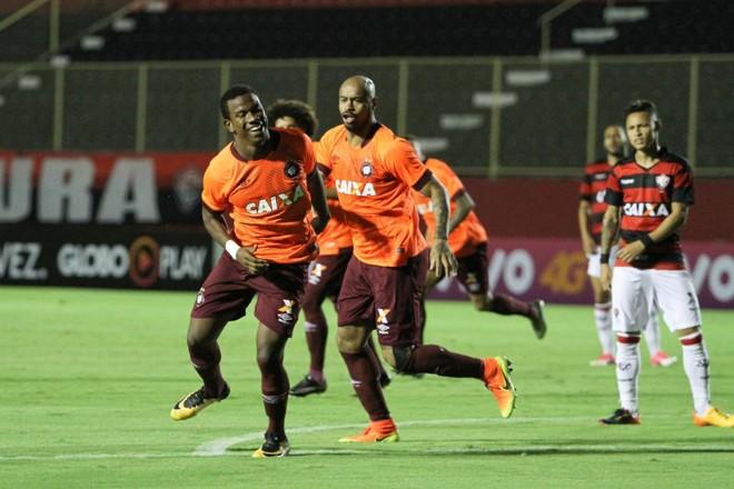 Ribamar marcou duas vezes contra o Vitória.   TIAGO CALDAS/ESTADÃO CONTEÚDO