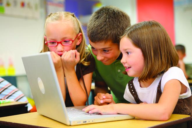 Meio de desenvolver esse tipo de competência nos alunos durante a educação básica é através de exercícios de análise de informações. |