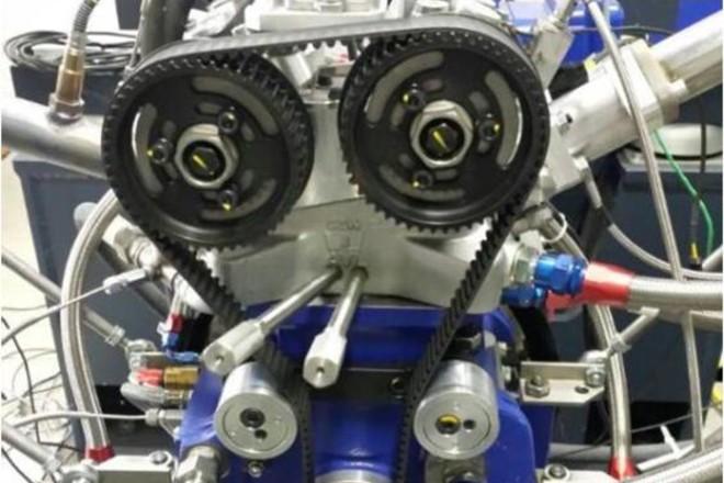 A motor da foto é monocilíndrico e foi usado no início do projeto. O teste final ocorreu com um propulsor tricilíndrico, alimentando por dois turbocompressores. | UFMG Divulgação