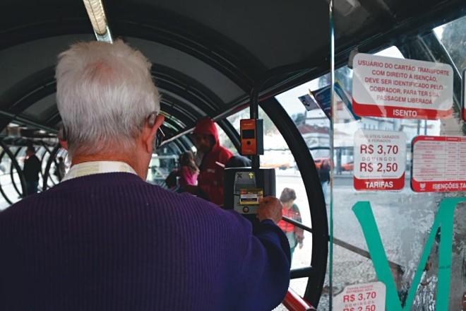 Sistema de biometria facial implantado pela Associação Metrocard identifica passageiros que tentam se passar por isento sem ter o benefício | Felipe Rosa