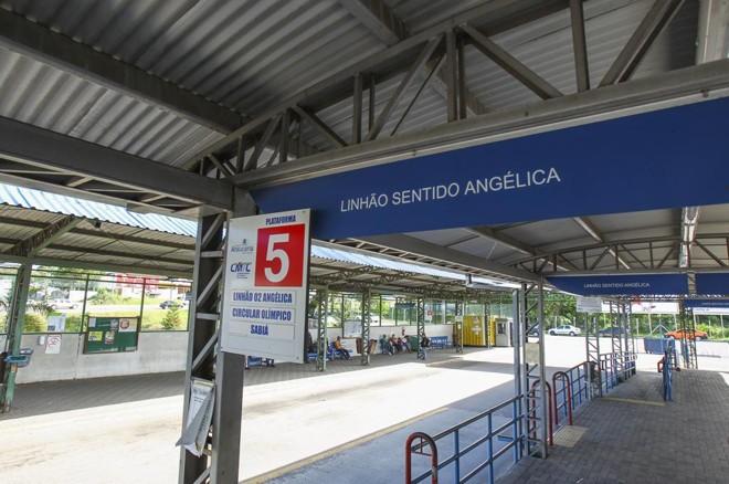 Terminal de ônibus em Araucária: mudanças na gestão do sistema.   Daniel Castellano/Gazeta do Povo/ Arquivo