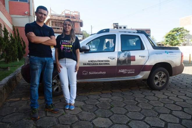 Opresidente da Associação dos Suinocultores do Vale do Piranga ,Assuvap, Fernando da Silva Araújo, e a gestora executiva da Assuvap, Paula Gomides | Daniel Caron/Gazeta do Povo