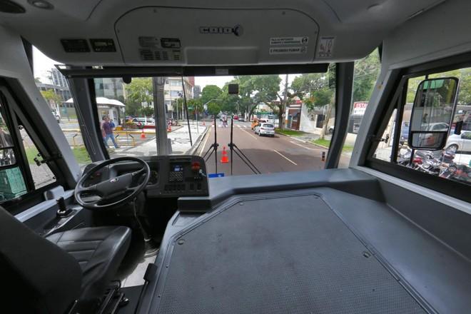 Ônibus da Scania, apresentado à prefeitura de Curitiba este mês, tem motor dianteiro | Albari Rosa/Gazeta do Povo