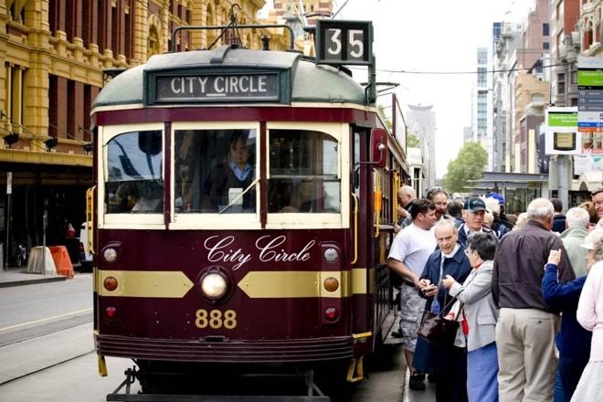 Na cidade de Melbourne, na Austrália, linhas gratuitas incentivam a escolha pelo transporte público. Foto: Divulgação |