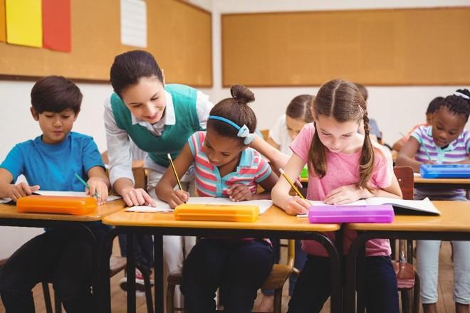 Mesmo com tanta revolução no ensino, o papel do professor continua sendo essencial para o aluno. | Bigstock