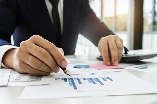 O empresário perde horas valiosas que poderiam ser dedicadas para melhoria e crescimento do negócio | Bigstock