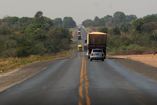 Pista simples da BR-163, em Cuiabá, em registro de 2013: objetivo da concessão era a duplicação da rodovia, mas isso pode ser adiado | Edson Rodrigues  /Secom-MT