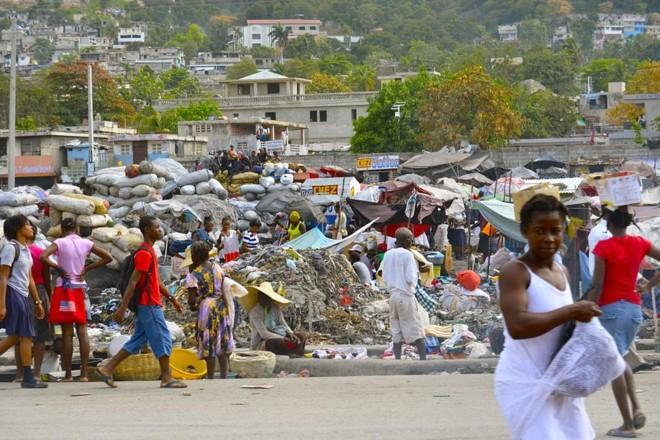 População em rua de Porto Príncipe, capital do Haiti | Pixabay