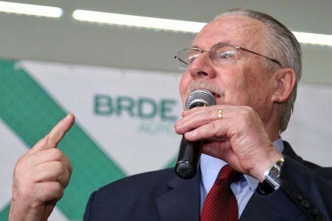 Orlando Pessuti discursa durante posse como presidente do BRDE | Divulgação/BRDE