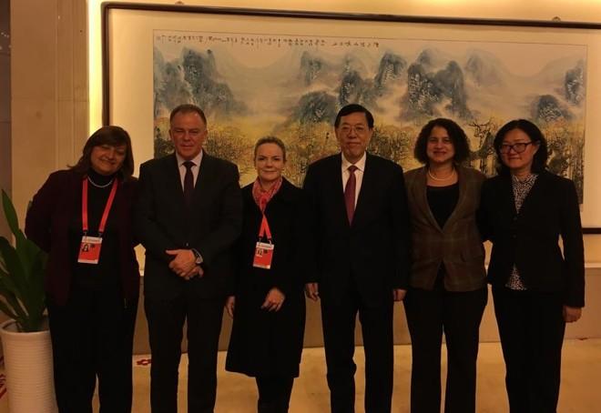 Gleisi e a comitiva brasileira que participa de encontro promovido pelo Partido Comunista Chinês, em  Pequim   Divulgação/PT