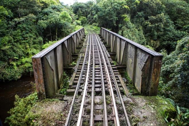 Estrutura é considerada antiquada no trecho de Serra do Mar.   Brunno Covello/Gazeta do Povo