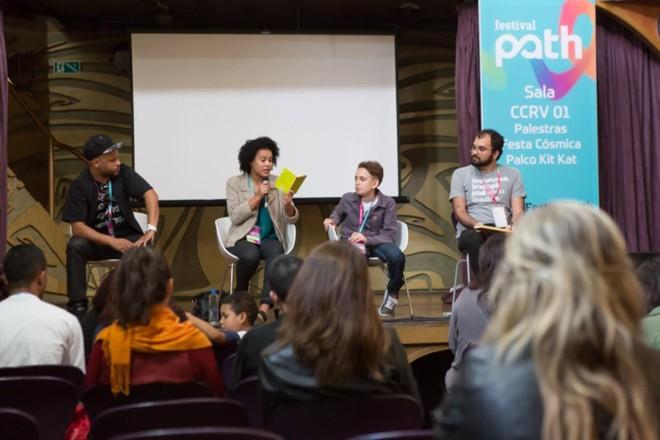 Caio Dib (último, à direita) durante participação em debate no Festival Path | Divulgação