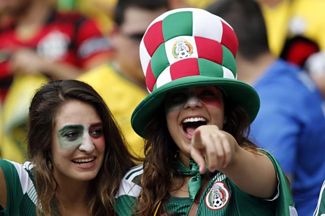 Torcedoras mexicanas em jogo da Copa do Mundo de 2014 | Albari Rosa/Gazeta do Povo