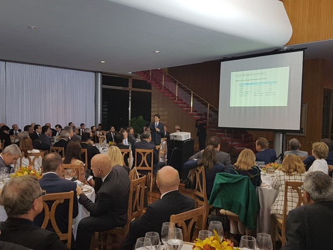 Relator Arthur Maia (PPS-BA) apresenta a deputados e senadores , no Palácio da Alvorada, o novo texto da reforma  previdenciária é apresentado. | Divulgação