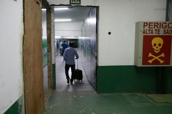 Marcelo Oliveira deixa o vestiário da Arena Condá. | /Marcelo Andrade/Gazeta do Povo