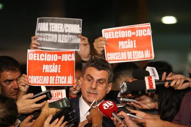 Romero Jucá em registro de maio de 2016, quando anunciou sua saída do Ministério do Planejamento: gravado dentro de avião , ele bateu boca com passageira. | Dida Sampaio/Estadão Conteúdo