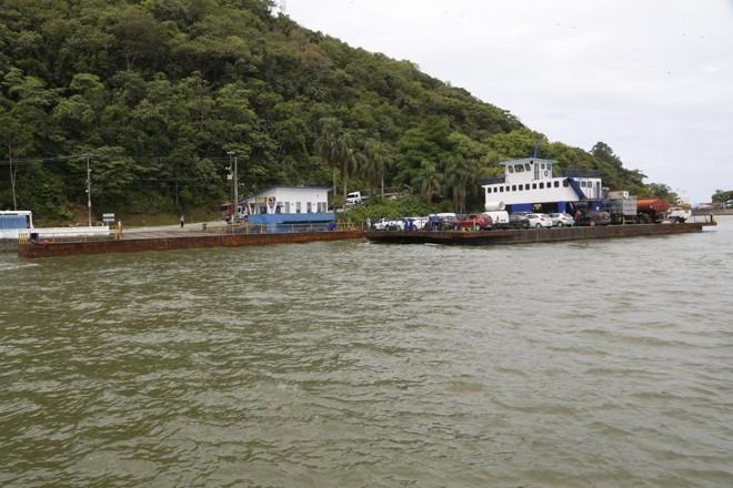 Atualmente a ligação entre Guaratuba e Caiobá é pelo ferryboat.   Atila Alberti/Tribuna do Parana