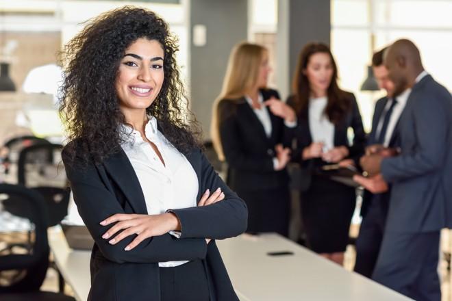Jovens executivos costumam virar CEOs da noite para o dia. Pesquisa dá dicas como superior os desafios advindos disso.   Bigstock/