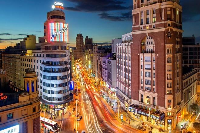 Vista da Gran Vía, principal avenida de Madri, na Espanha. | Julius Silver/Creative Commons 2.0