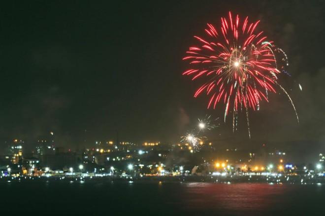 Queima de fogos neste ano-novo, no litoral do Paraná   Albari Rosa/Gazeta do Povo