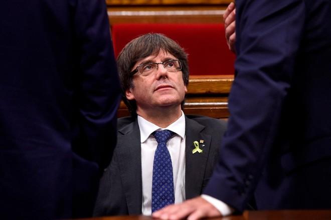 Puigdemont está foragido em Bruxelas desde que o Parlamento catalão aprovou a resolução para declarar independência | JOSEP LAGO/AFP