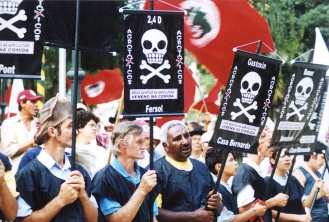 Protesto do MSTcontra agroquímicos:é preciso ter a mente aberta para aceitar opiniões divergentes, afirma especialista   HENRY MILLEO/GAZETA DO POVO