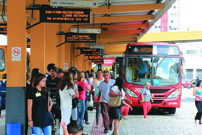 Linhas metropolitanas recebem milhares de usuários todos dias. Histórias inusitadas não faltam. | Ivonaldo Alexandre Gazeta do Povo