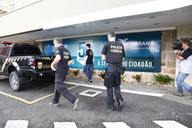 Agentes da PFcumprem mandados de busca e apreensão em órgão do governo do Paraná | Aniele Nascimento/Gazeta do Povo