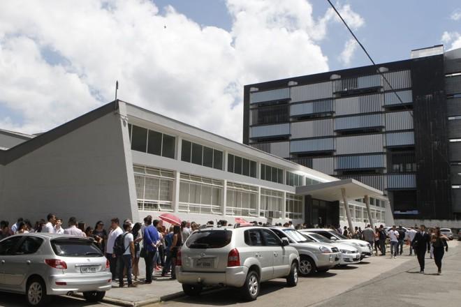 Fila no Tribunal do Júri de Curitiba | Daniel Caron/Gazeta do Povo