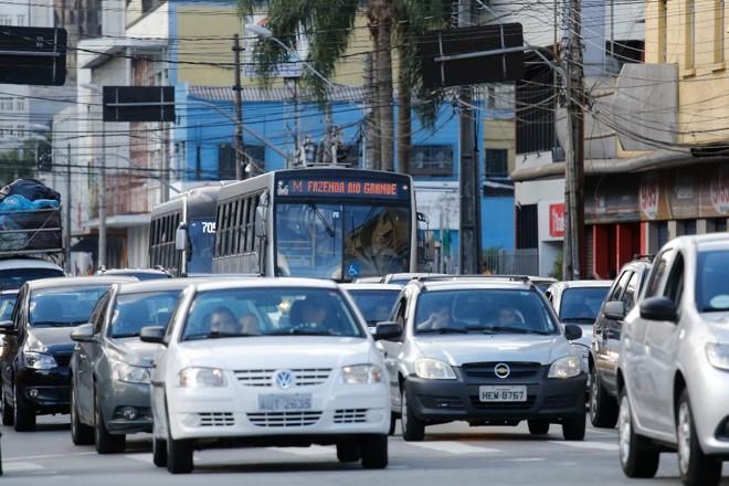 O transporte público de alta capacidade otimiza o uso do solo urbano, o que diminui o fluxo de veículos | Felipe RosaTRIBUNA DO PARANA
