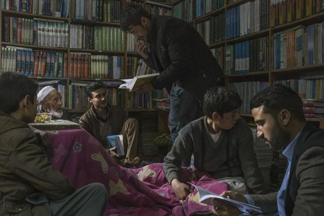 No Afeganistão, apenas 2 em cada 5 pessoas sabem ler. Mas, mesmo assim, o comércio dos livros está cada vez mais aumentando | MAURICIO LIMA/NYT