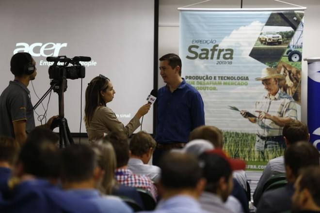 Gerente regional da C.Vale em Cruz Alta, Luciano Trombetta durante entrevista à emissora local | Jonathan Campos/Gazeta do Povo