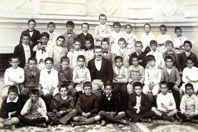 Alunos da Escola Caetano de Campos, em São Paulo, em 1905 | Divulgação / Escola Estadual Caetano de Campos