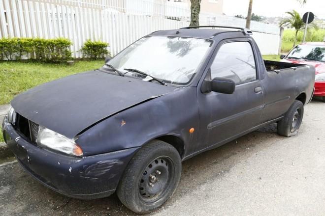 Se o veículo não for retirado pelo dono no prazo de 10 dias após notificação, um guincho da prefeitura fará a remoção | Aniele Nascimento/Gazeta do Povo