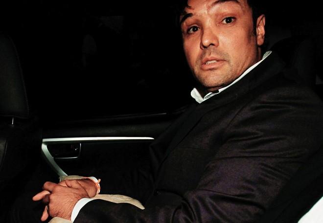 Carli Filho em seu carro, saindo do julgamento   Alexandre Mazzo/Gazeta do Povo