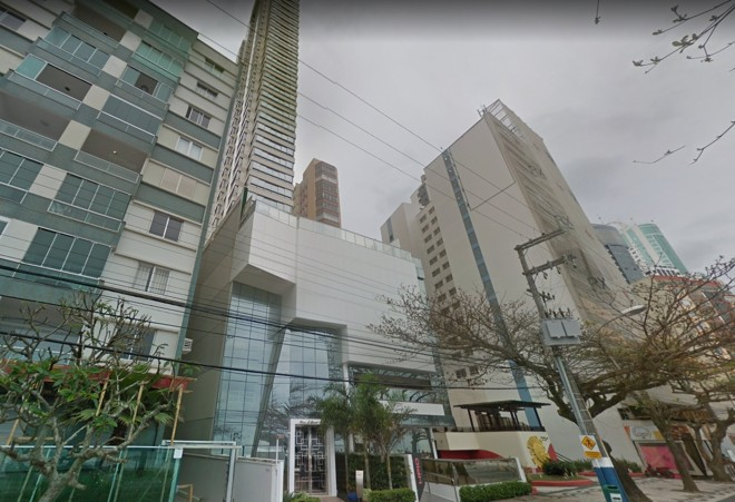 A fachada do Edifício Don Alfonso (o do centro, mais alto) | Reprodução/Google Street View